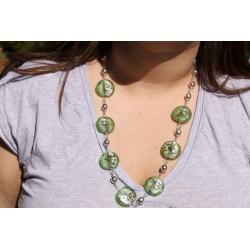 collier perle de verre vert clair et métal