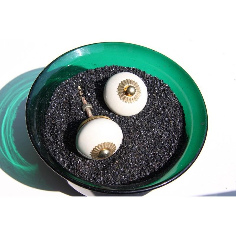 bouton de porte cru comme un petit air r tro. Black Bedroom Furniture Sets. Home Design Ideas