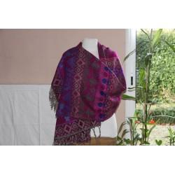 Plaid en laine et acrylique.