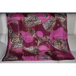 Echarpe carrée 1mètre sur 1 mètre, couleur rose et violette, produite en inde en petite quantité.
