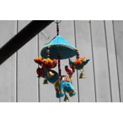 Eléphant et son ombrelle