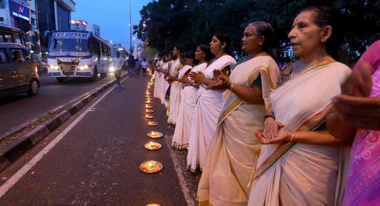 La marche des femmes indiennes.